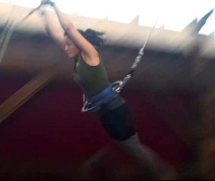 trapeze-action-shot02b